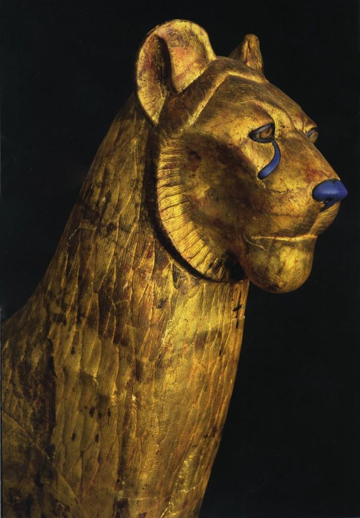 Dalla Tomba di Tutankhamon: dettaglio di un letto rituale a forma di leone
