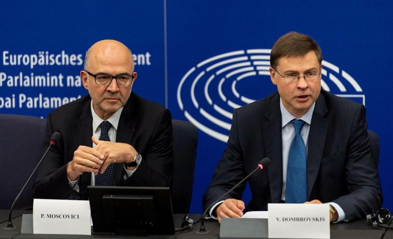 Il commissario agli affari economici Pierre Moscovici e il vicepresidente della Commissione Ue Valdis Dombrovskis