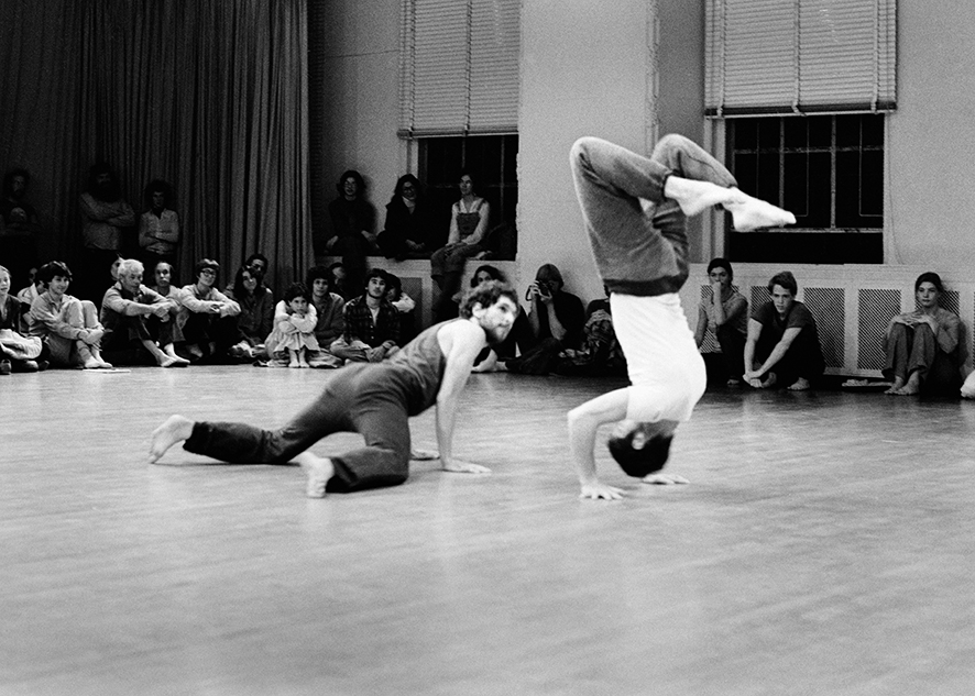 Danny Lepkoff e Steve Paxton (a testa in giù), 1977