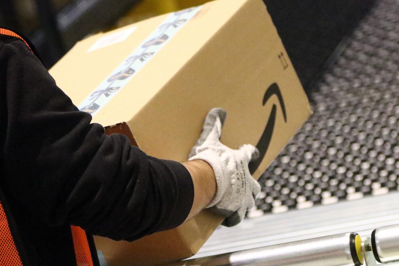 Al lavoro in magazzino Amazon
