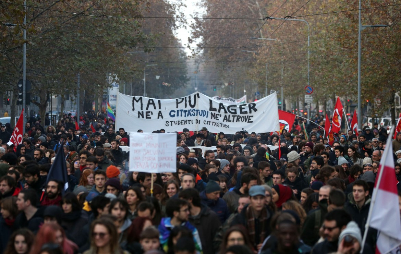 La manifestazione di Milano contro i Cpr
