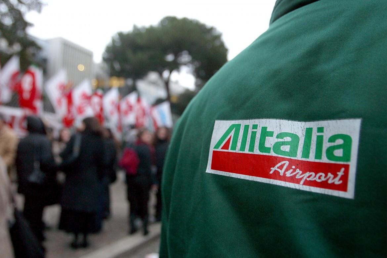 Lavoratori Alitalia durante una manifestazione