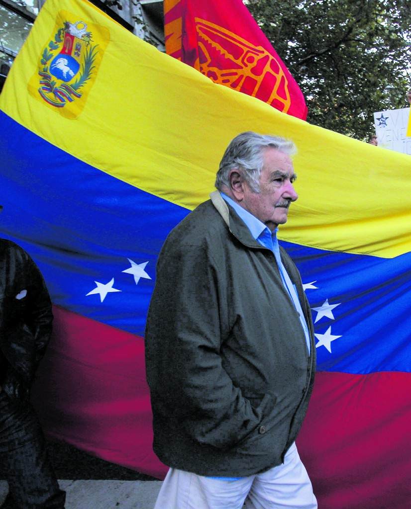 L'ex presidente dell'Uruguay, Pepe Mujica, durante una marcia per la pace a Montevideo
