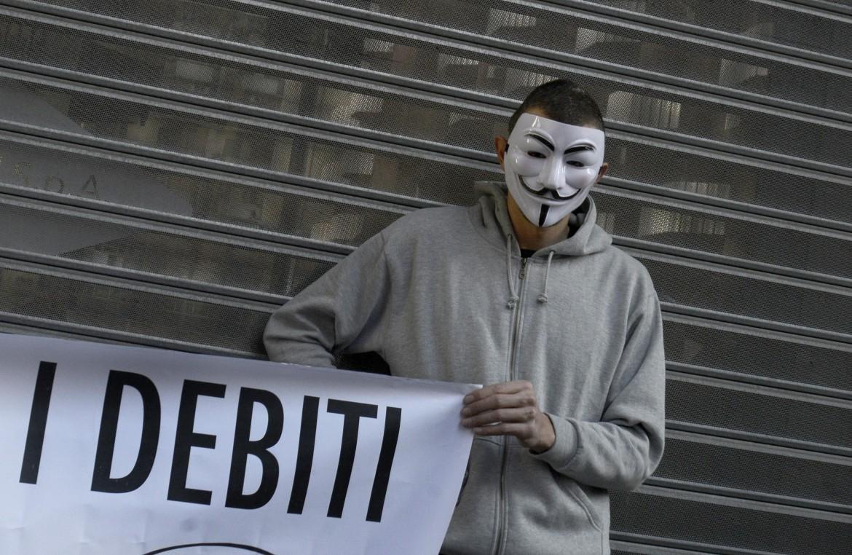 Protesta all'Agenzia del Debito