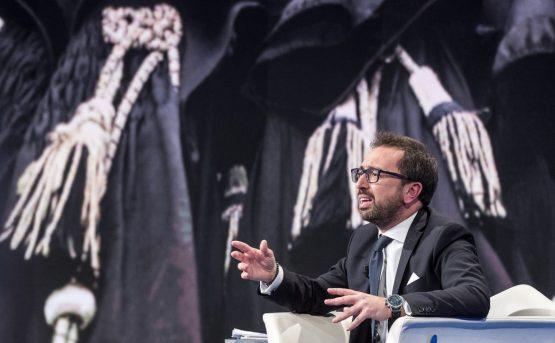 Matteo Salvini e Alfonso Bonafede a Ciampino presenziano al rientro in Italia di Cesare Battisti