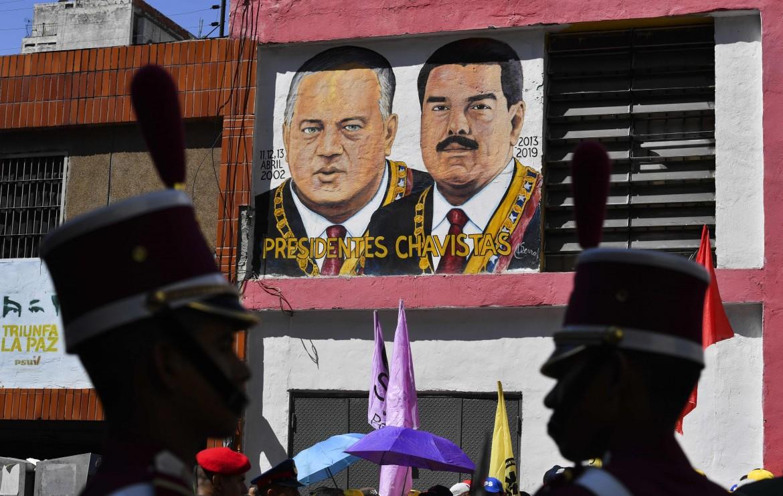 Murales con i volti del presidente dell'Assemblea costituente, Diosdado Cabello e di Nicolas Maduro