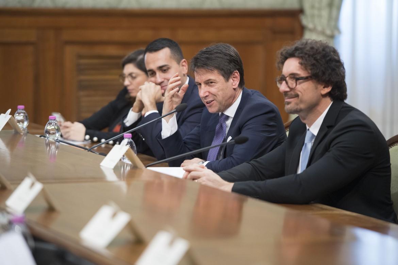 Il premier Conte, il vice Di Maio, il ministro delle Infrastrutture Toninelli e la viceministra dell'economia Castelli (M5S)