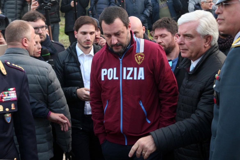 Matteo Salvini con la felpa della Polizia
