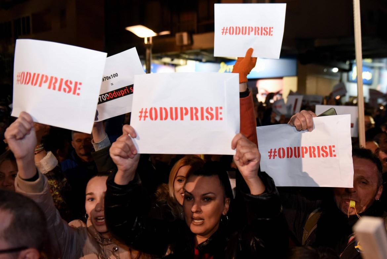Podgorica (Montenegro), la protesta del movimento civico «97000 Odupri se!»