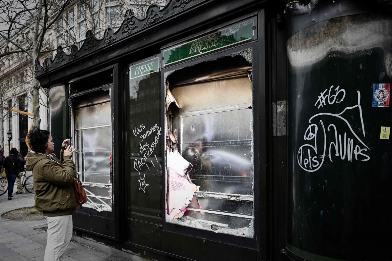 Parigi dopo l'ultima manifestazione dei gilet gialli