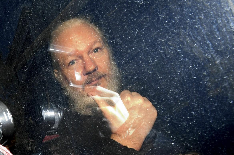 Assange al momento dell'arresto a Londra, lo scorso aprile