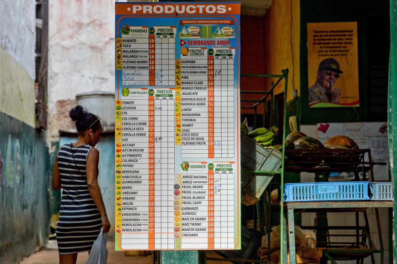 Un negozio di generi alimentari a L'Avana