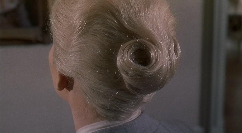 La spirale sullo chignon di Kim Novak in