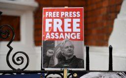 La corona di ferro Assange al tribunale della Regina
