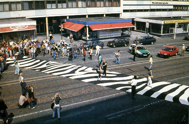 Lucius Burckhardt, La zebra vagabonda (Das Zebra streifen), Kassel 1993,  foto Angela Siever,  Martin Schmitz Verlag