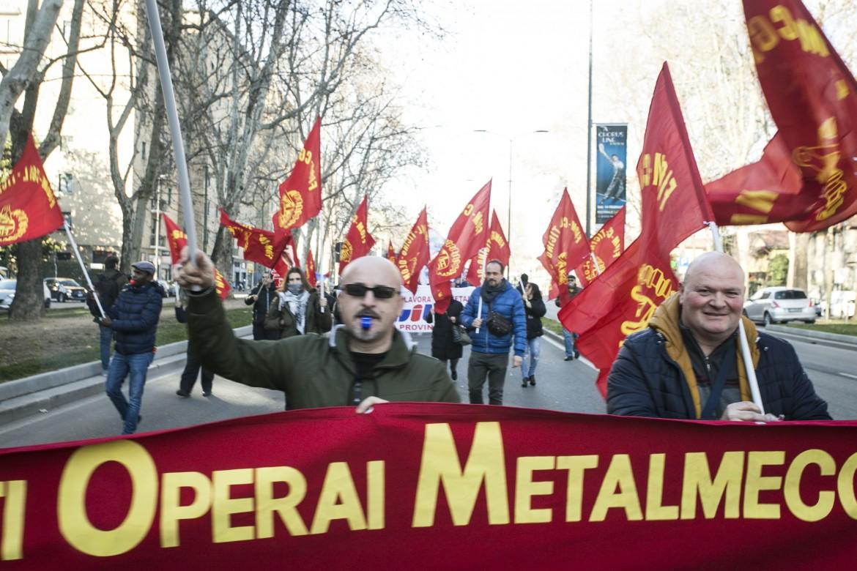 Una manifestazione dei metalmeccanici per il rinnovo del contratto