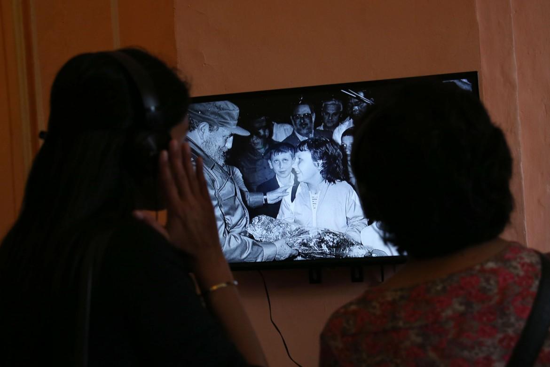 Il video di Fidel Castro con i bambini di Chernobyl esposti alle radiazioni in una mostra a Lima
