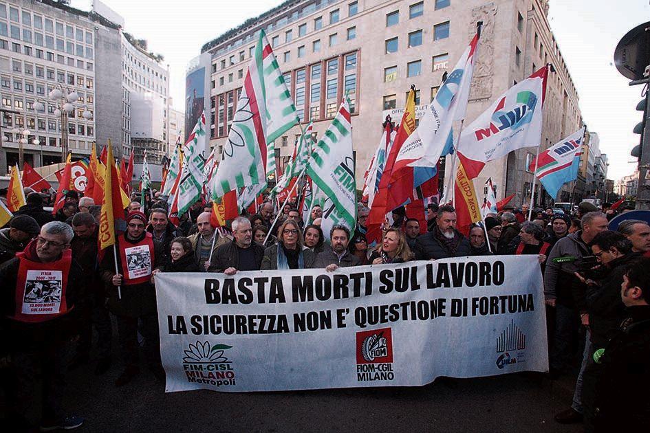 Una manifestazione di Cgil, Cisl e Uil per la sicurezza dei lavori