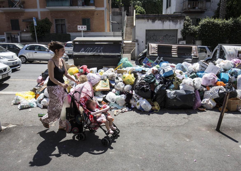 Roma invasa dai rifiuti