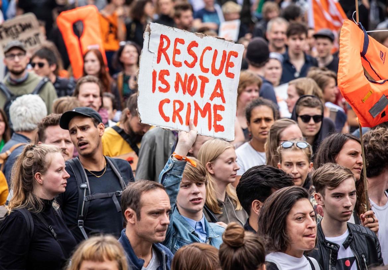 La manifestazione di Berlino in solidarietà con Carola Rakete