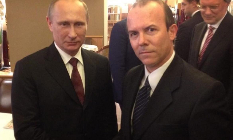 Lo sherpa russo della Lega Gianluca Salvoini insieme a Vladimir Putin