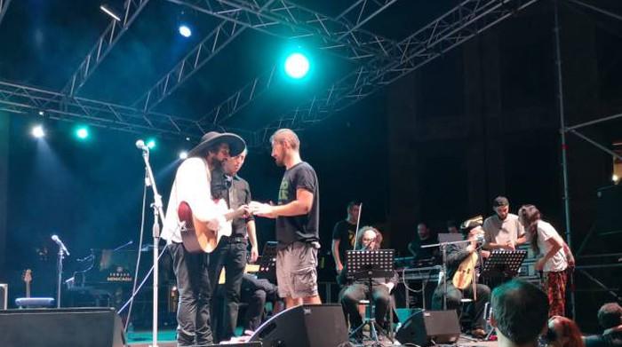 Le proteste a Pisa durante il concerto di Capossela