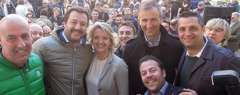 Salvini con la sindaca di Erba, Veronica Airoldi, nipote del podestà Alberto