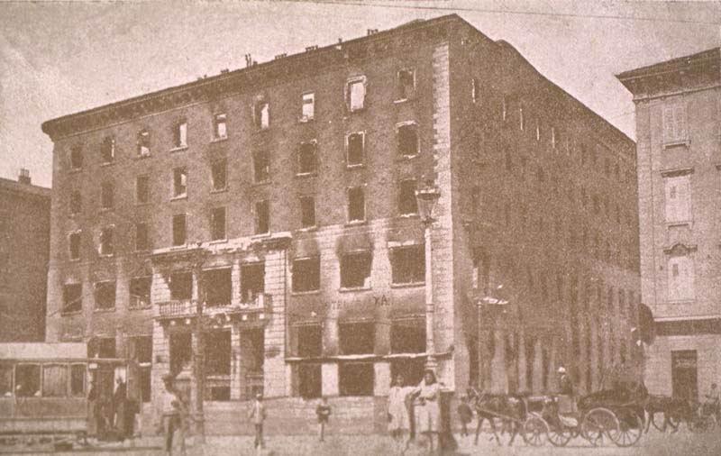l'Hotel Balkan, sede del Narodni Dom, la «Casa nazionale» degli slavi, distrutto dall'incendio appiccato dai fascisti