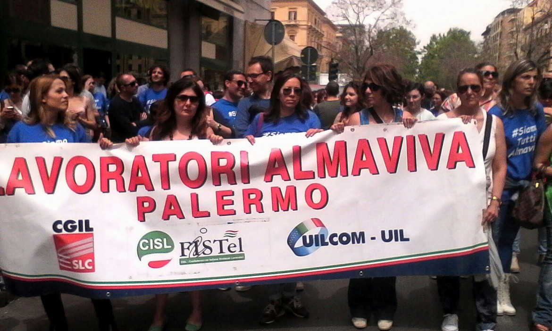 La protesta dei lavoratori Almaviva Palermo contro i 1.600 licenziamenti