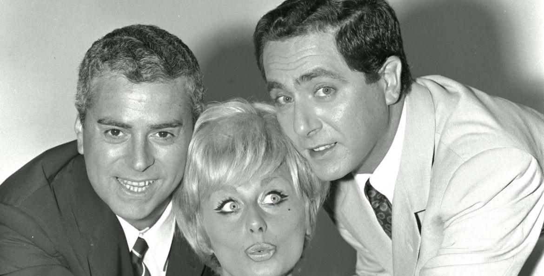 Raffaele Pisu con Sandra Mondaini e Corrado in La trottola (1966)