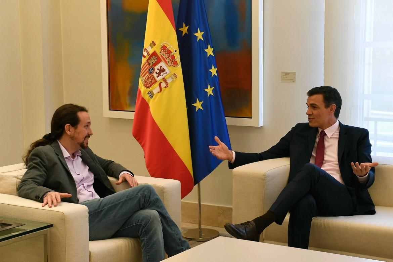 Il leader del Psoe Pedro Sánchez a colloquio con il leader di Unidas Podemos, Pablo Iglesias