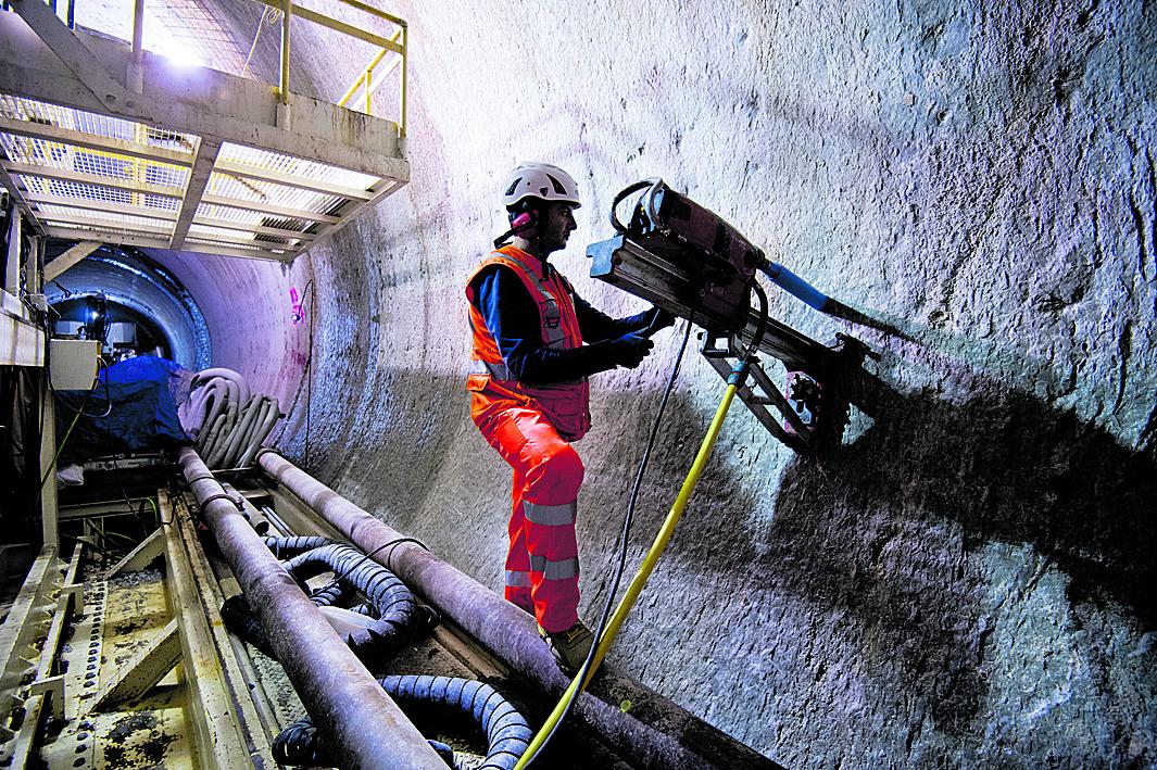 Lavori in corso nel tunnel Torino-Lione
