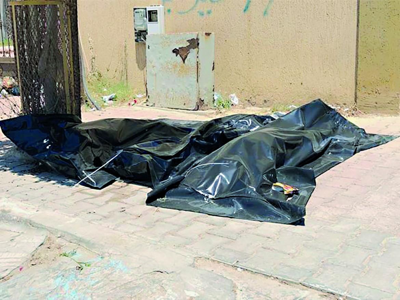 Sacconi neri con i corpi dei migranti morti nel naufragio a largo di Khoms