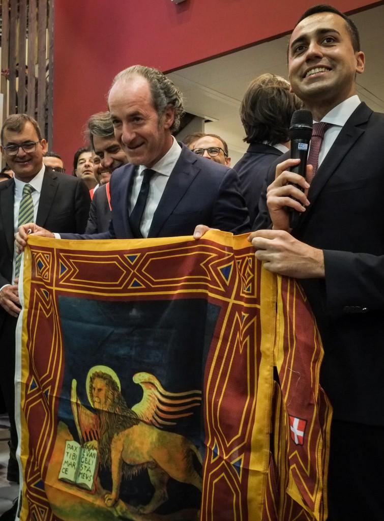 Il governatore del Veneto Luca Zaia (Lega) con il vicepremier ministro del lavoro e sviluppo Luigi Di Maio