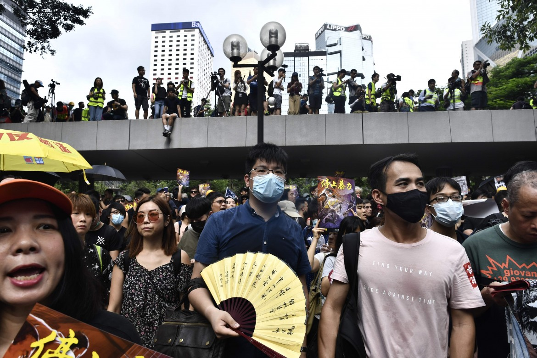 Manifestanti in marcia a Hong Kong