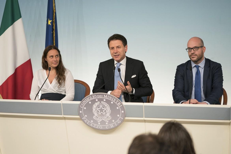 Il Presidente del Consiglio, Giuseppe Conte, in conferenza stampa con i Ministri Alessandra Locatelli e Lorenzo Fontana