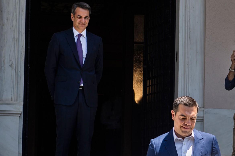 Il nuovo primo ministro greco Kyriakos Mitsotakis e Alexis Tsipras