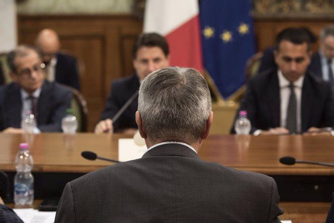 Maurizio Landini (Cgil) al tavolo con il governo a Palazzo Chigi