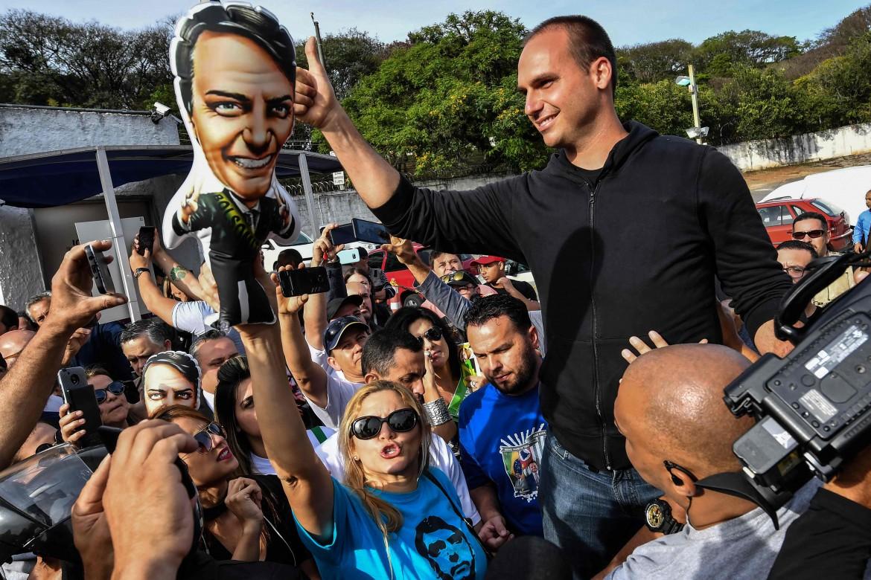 Eduardo Bolsonaro in campagna per suo padre