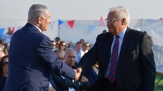 Il premier israeliano Netanyahu con l'ambasciatore Usa in Israele Friedman