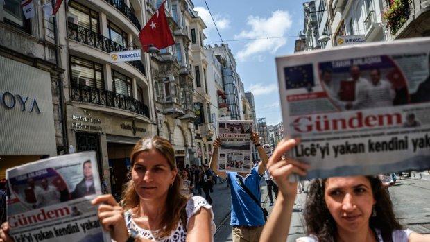 Protesta per la chiusura di Ozgur Gundem