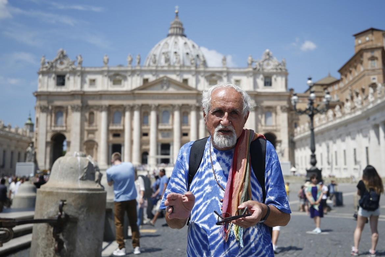 Il prete comboniano Alex Zanotelli