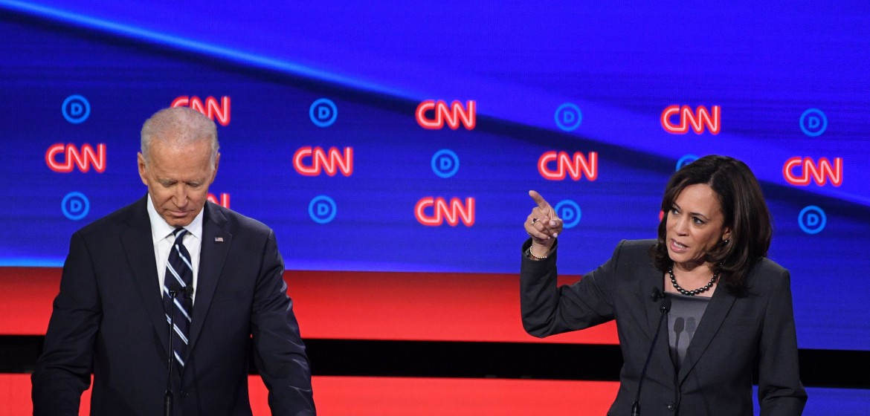 Joe Biden e Kamala Harris durante il dibattito di Detroit