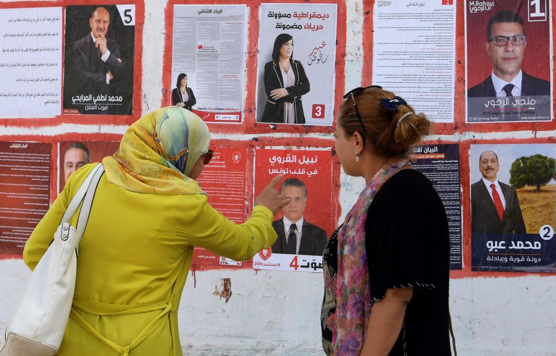 Manifesti elettorali prima delle presidenziali di domenica scorsa