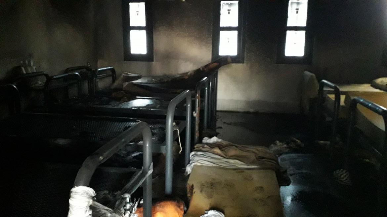 Una delle stanze incendiate nella precedente rivolta