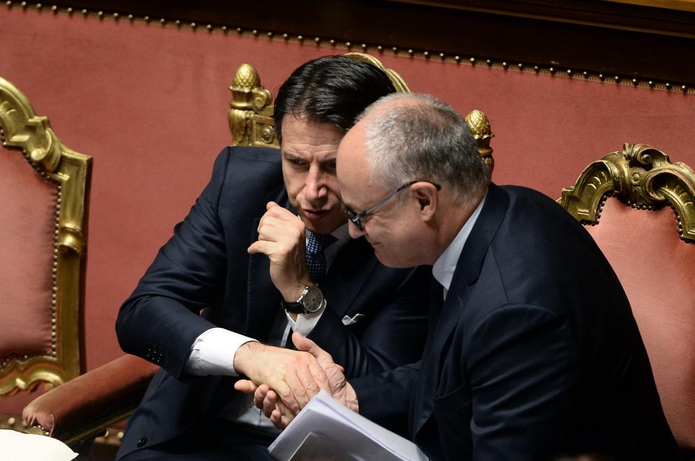 l premier Giusepope Conte e il ministro dell'economia Roberto Gualtieri