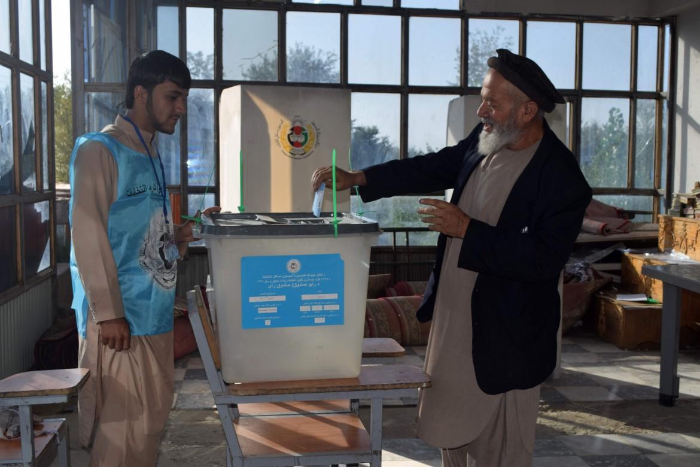 Un seggio elettorale nella provincia Parwan