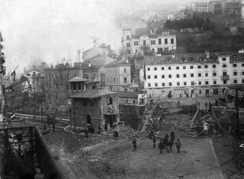 Fiume distrutta dopo il bombardamento del Natale di sangue del 1920