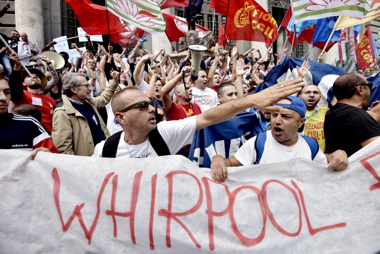 Corteo dei lavoratori Whirlpool in Corso Umberto a Napoli