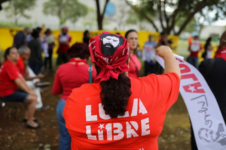 Brasilia, aprile 2019, manifestazione a sostegno di Lula di fronte alla Corte suprema